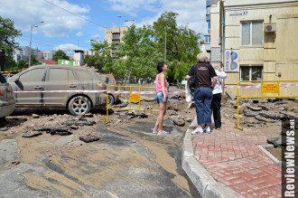 Место прорыва трубы в Киеве