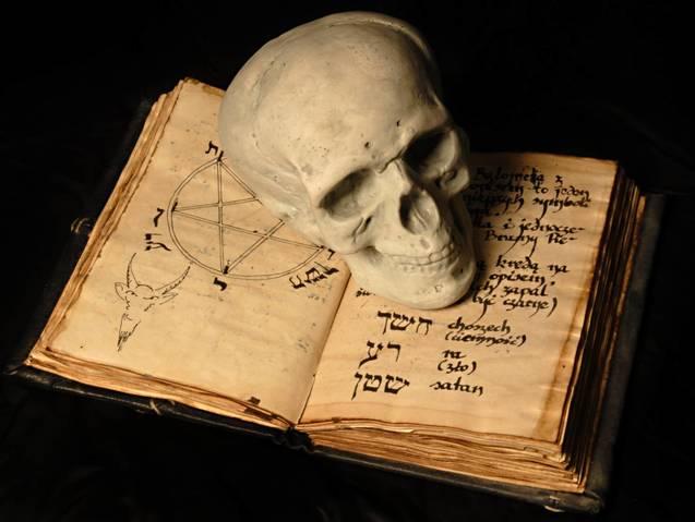 Магічні книги та речі — інструментарій окультиста