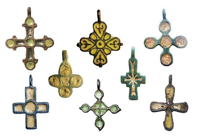 Давньослов'янські (роські) рівнораменні натільні хрестики з Волині
