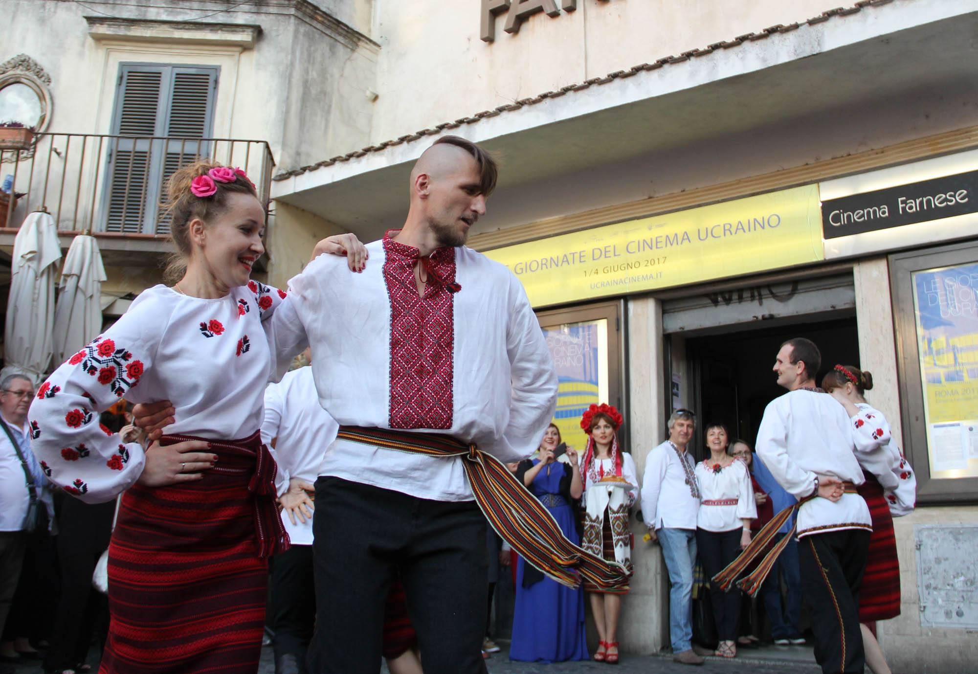 Зажигательный украинский танец в Риме