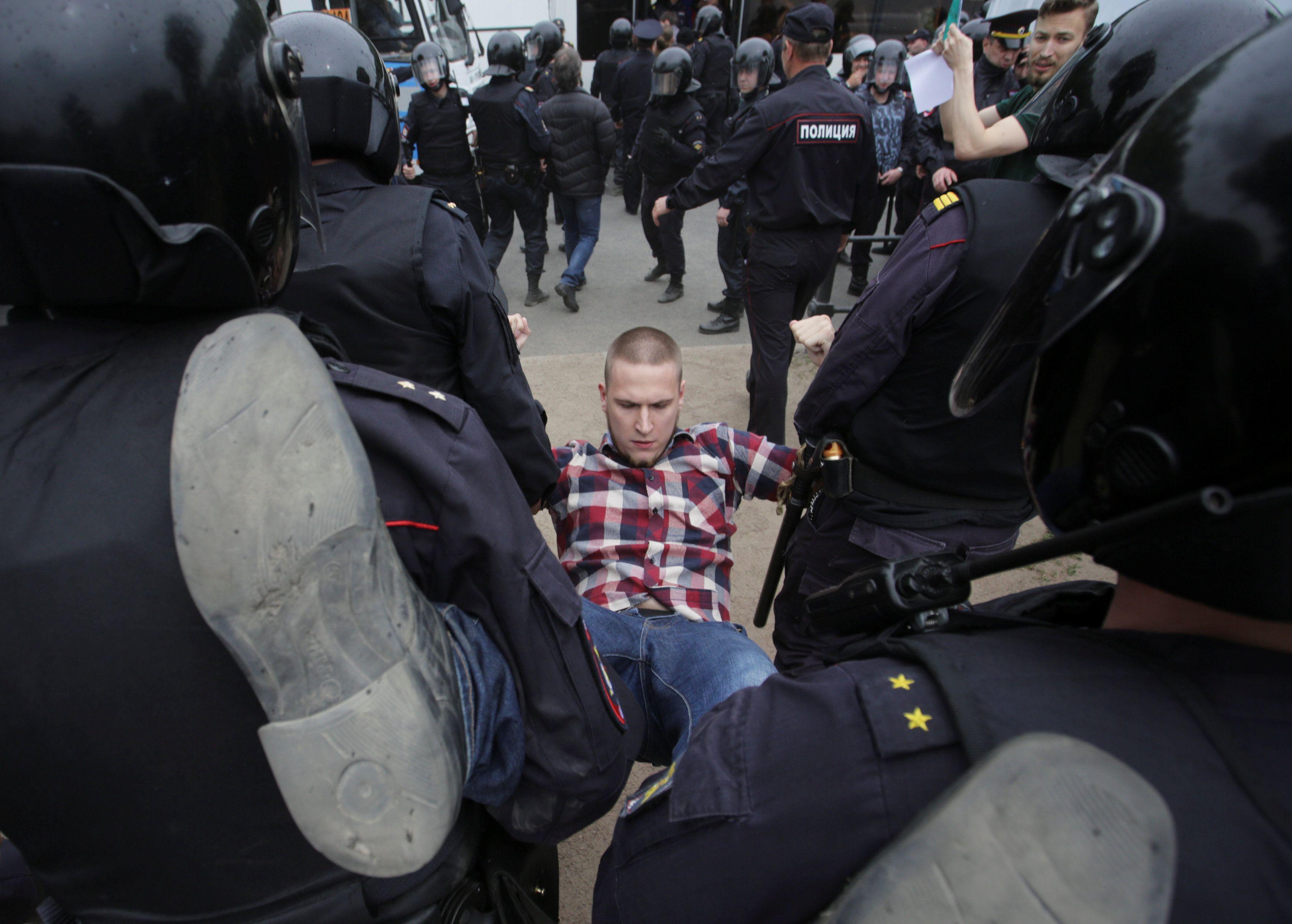 Задержание митингующих