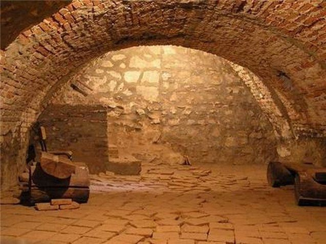 Які таємниці зберігають давні підземелля?