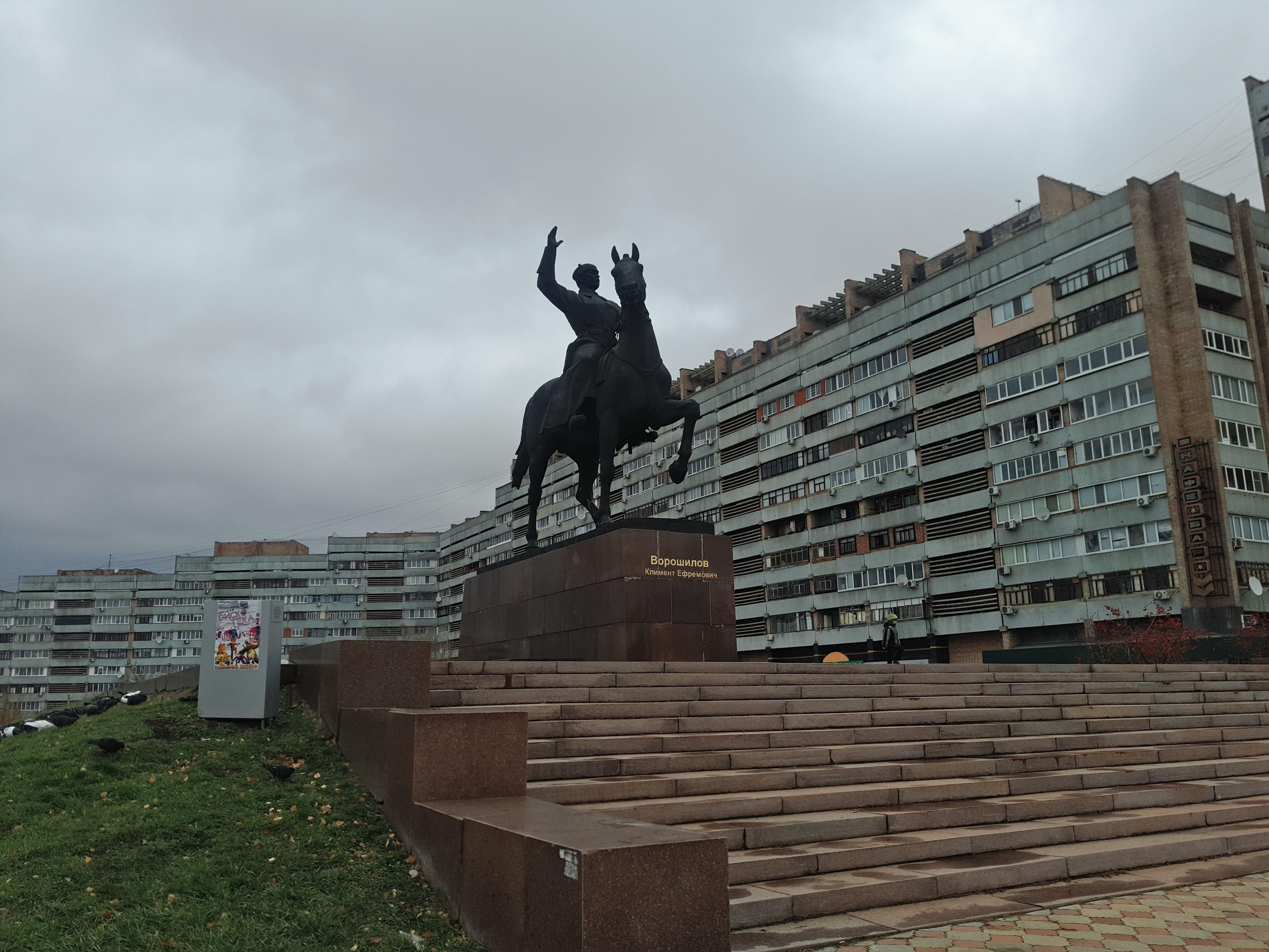 Луганськ, Ворошилов, пам'ятник