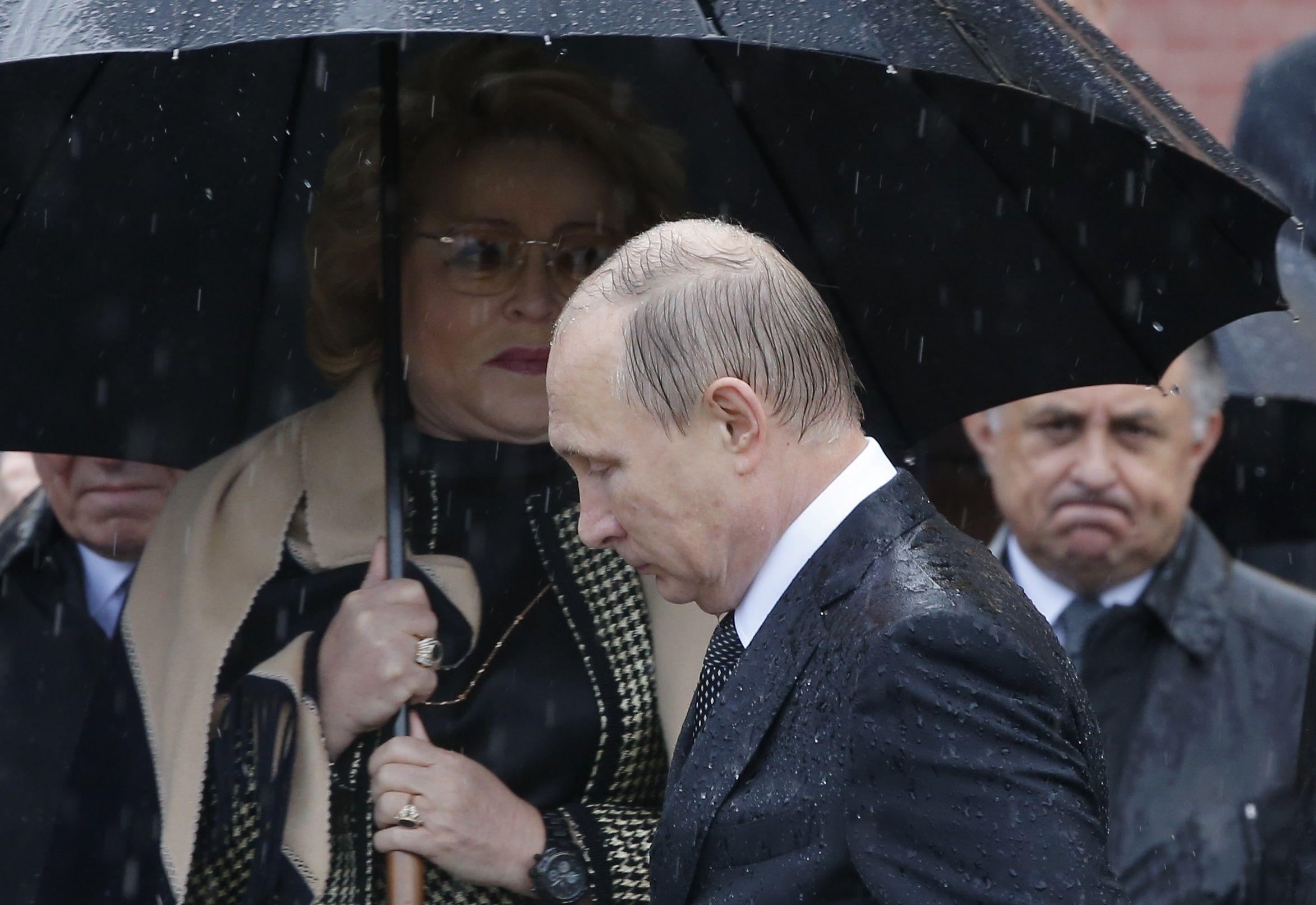 Эйдман объяснил, почему обречен режим Путина