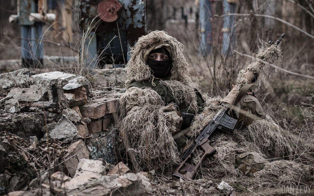 У снайперов боевиков — мощные дальнобойные винтовки