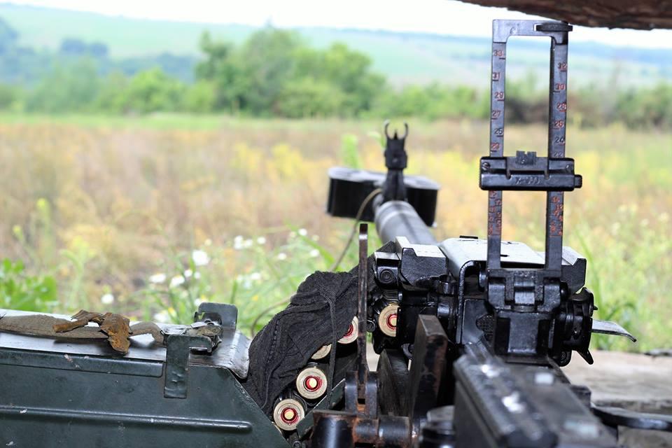 Украинские военные вели огонь по террористам из станкового гранатомета и крупнокалиберных пулеметов