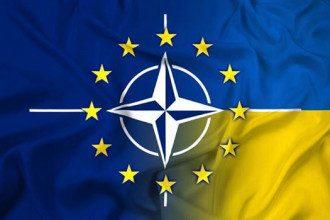 Желание Украины вступить в НАТО угрожает РФ, заявил Песков