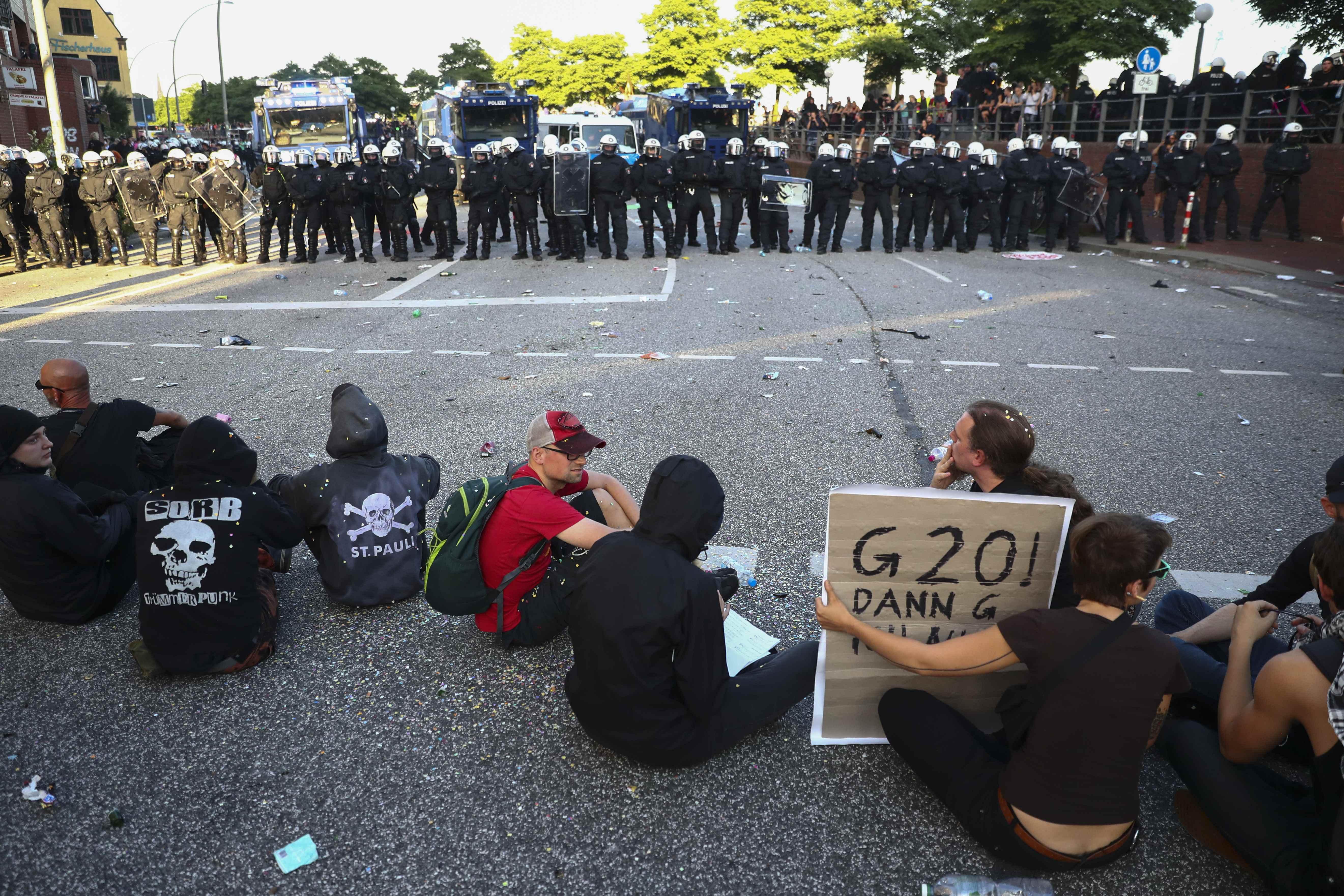 Протесты против проведения саммита G20.