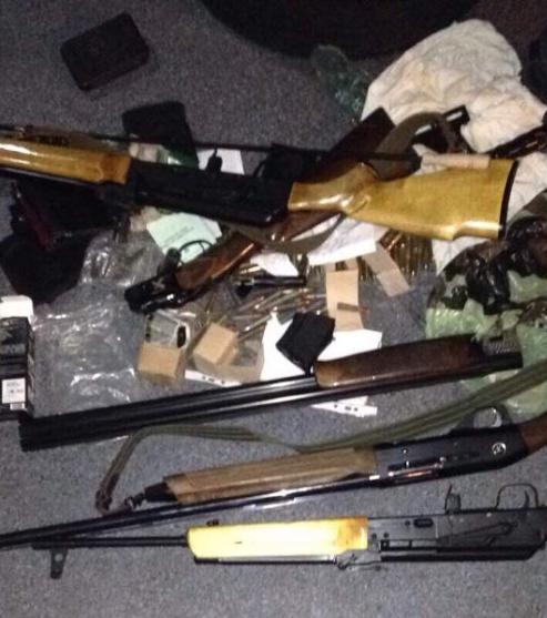 Найденное у злоумышленников оружие и патроны