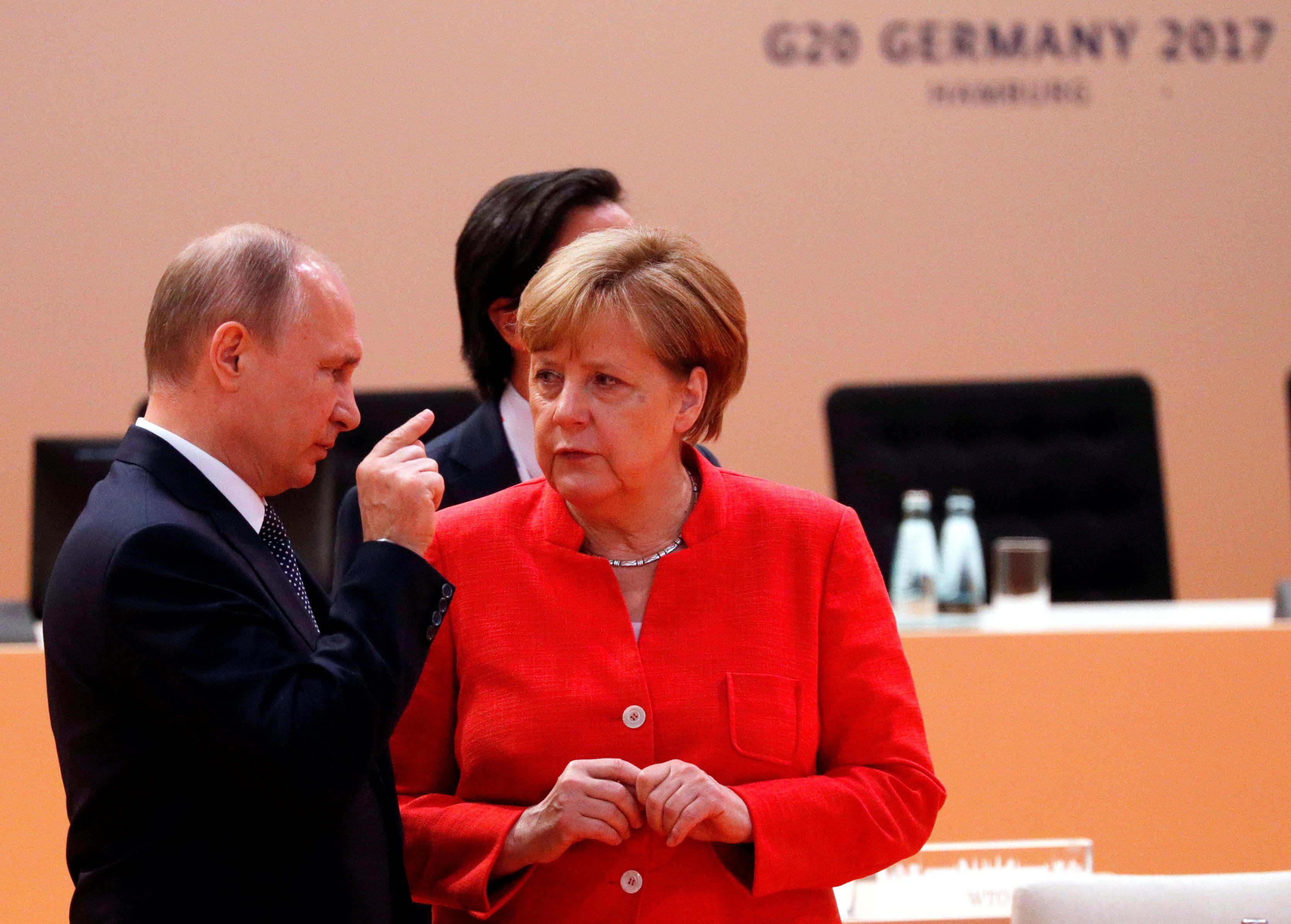 Владимир Путин и Ангела Меркель провели телефонные переговоры.