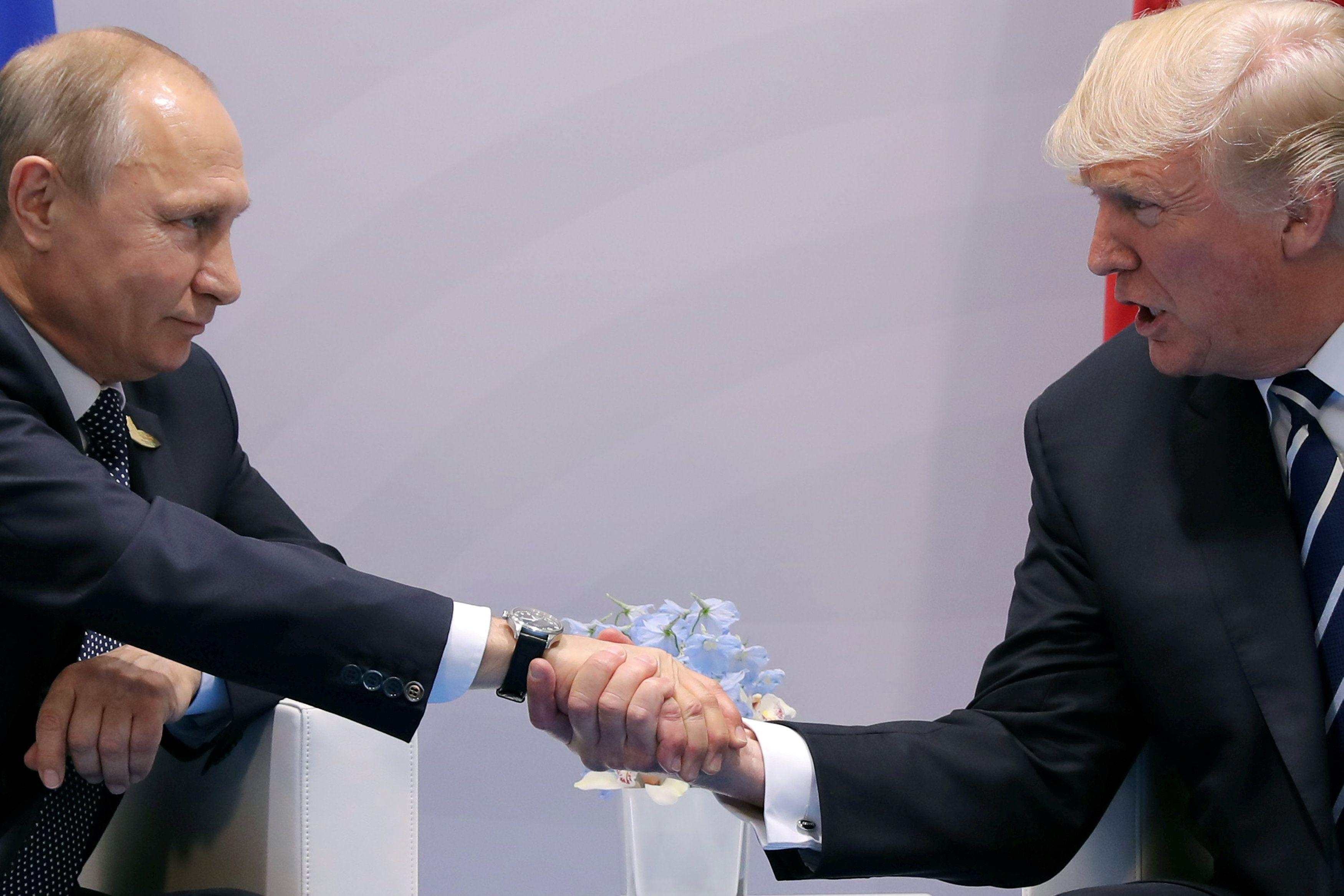Дональд Трамп и Дональд Трамп на встрече со своим российским коллегой Владимир Путин.