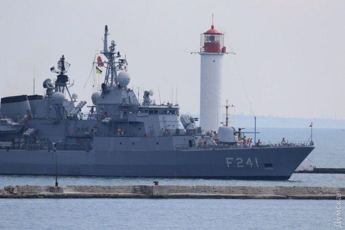 Турецкий фрегат F241 Turgutreis.