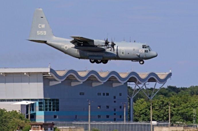 Американский C-130J Геркулес.