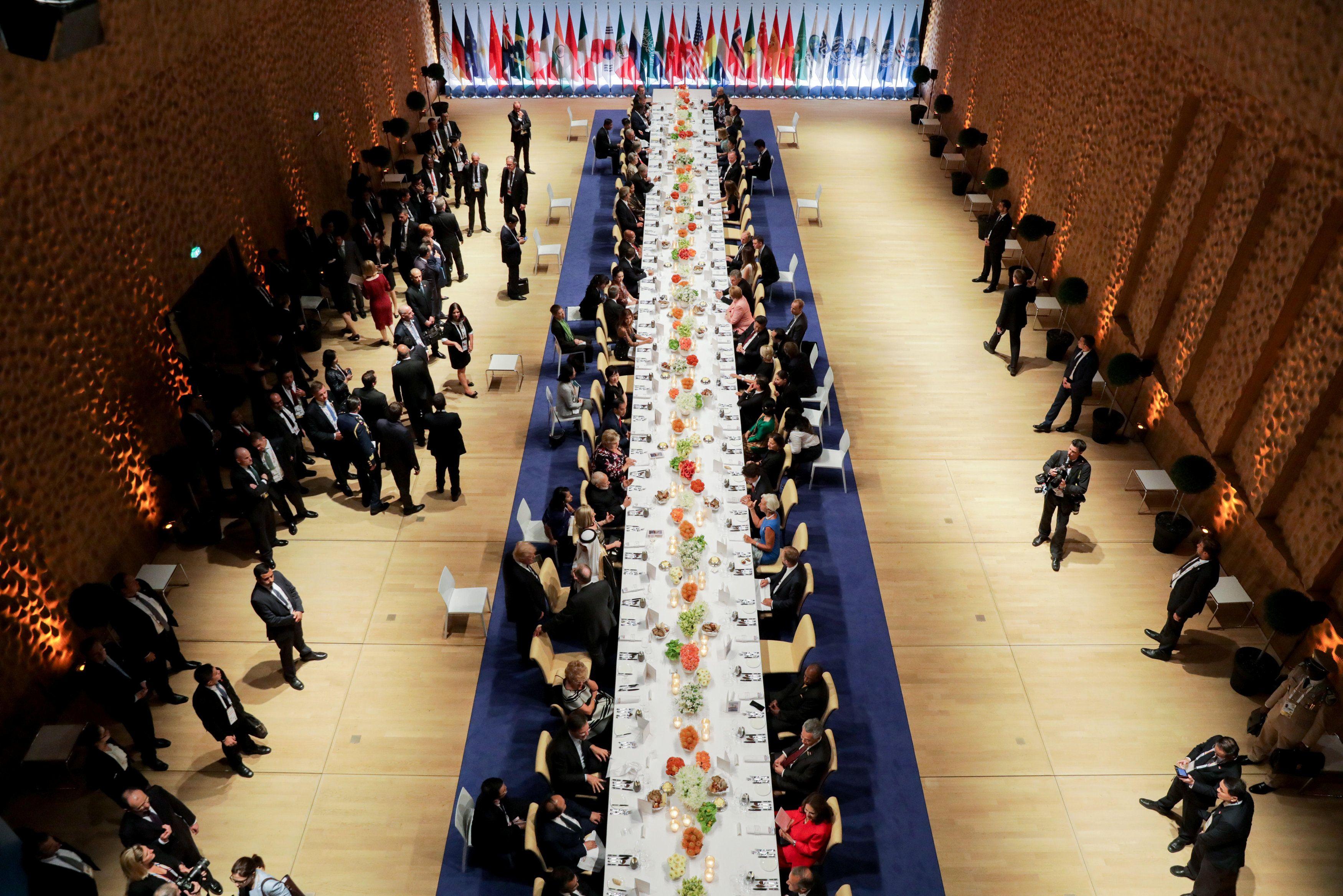 Ужин лидеров государств во время саммита G20.