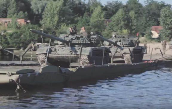Бойцы ВСУ во время учений форсировали Днепр
