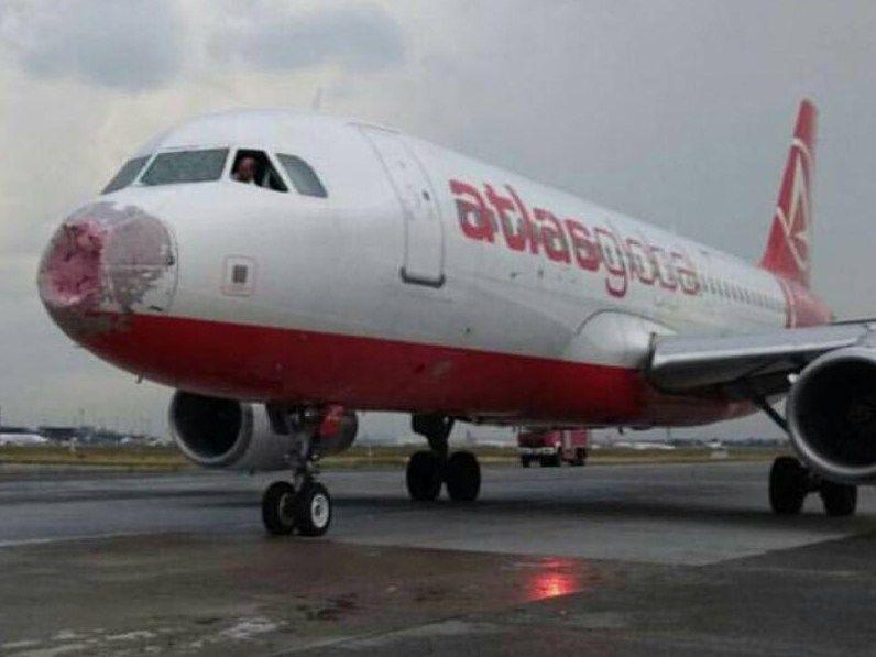 Украинский летчик вслепую посадил аварийный самолет