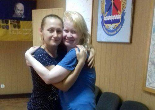 Людмила Сурженко (справа) после освобождения.