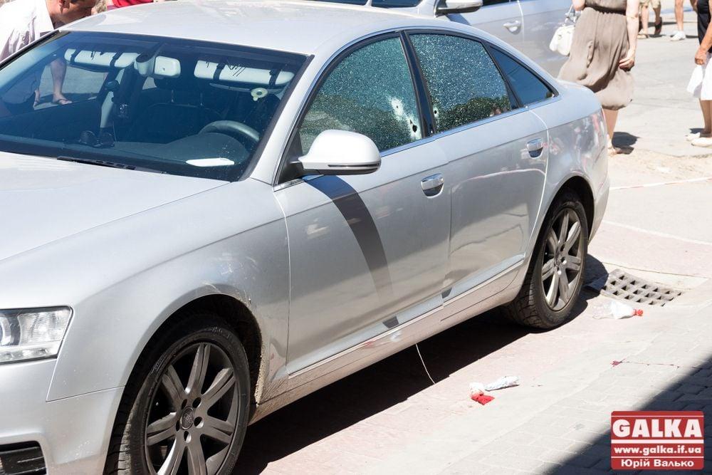 На Прикарпатье растреляли авто предпринимателя, опубликованы фото с места события