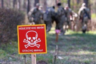 Террористы постоянно выставляют десятки мин - и забывают о них