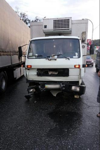 Поврежденный грузовик