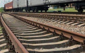 В Киеве поезд насмерть сбил двух человек.