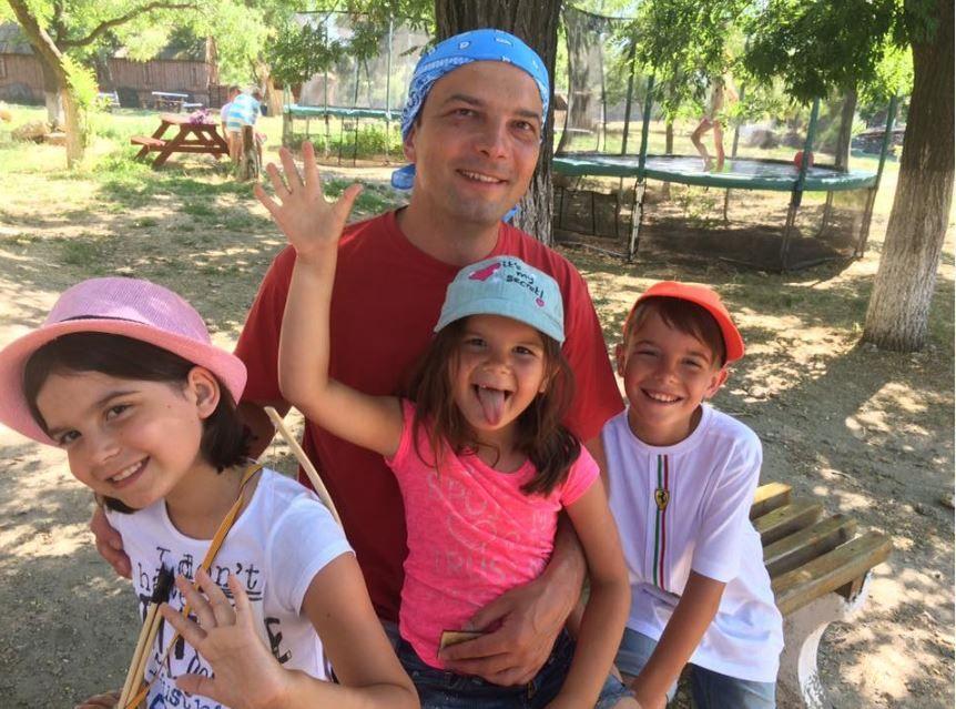 Егор Соболев с детьми