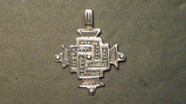 Слов'янський оберіг-сварга, виконаний за карпатськими зразками