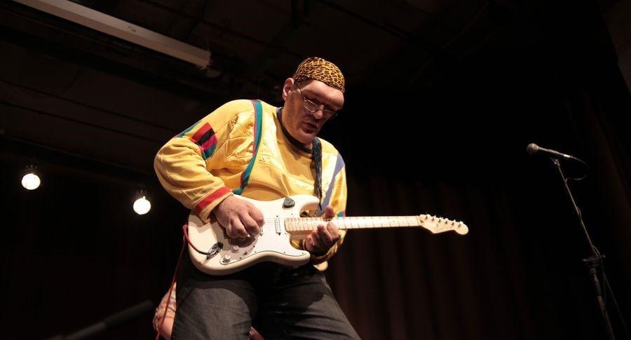 В Эстонии прямо на сцене умер известный украинский музыкант, соцсеть скорбит