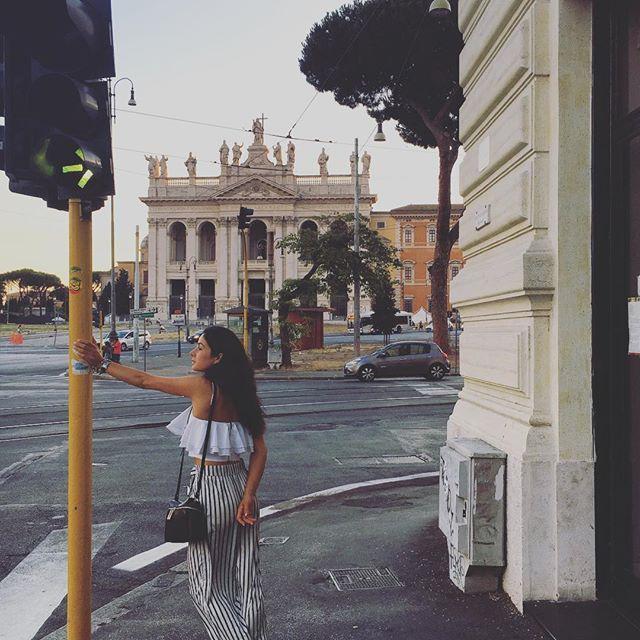Злата Огневич похвасталась стильными нарядами на отдыхе в Италии, опубликованы фото
