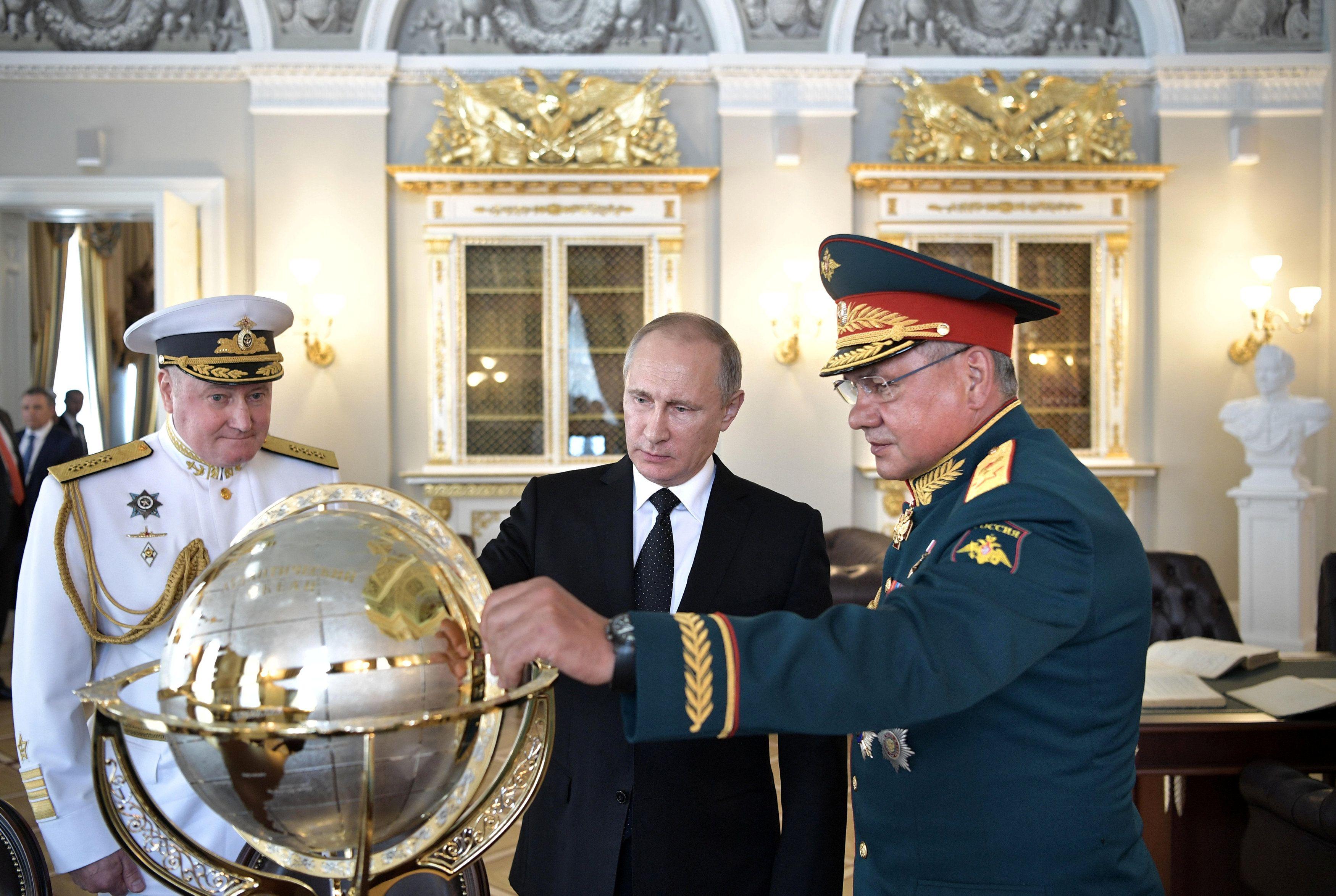 Путин может устроить побоище, считает Эйдман