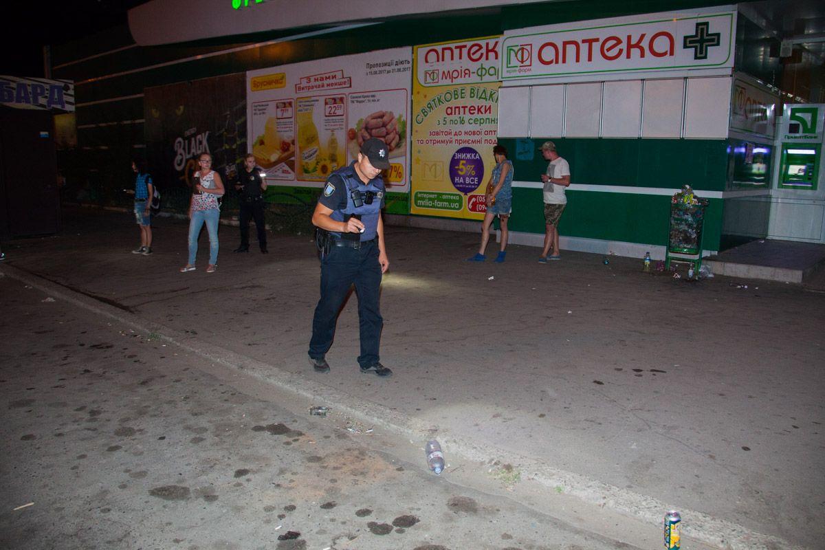 Стрельба возле магазина в Днепре, ранены три человека, опубликованы фото и видео