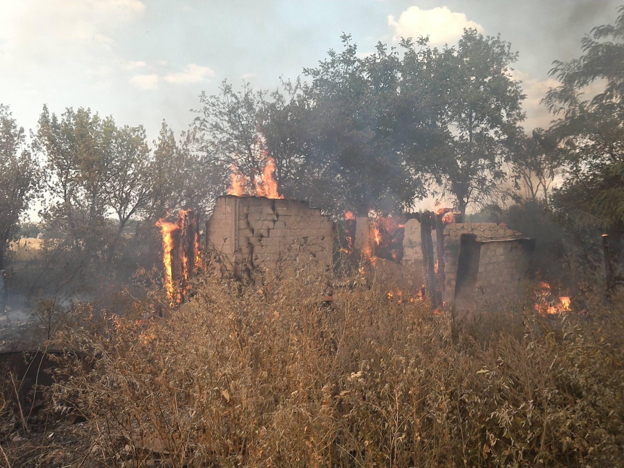 Боевики обстреляли Зайцево зажигательными боеприпасами, опубликованы фото и видео разрушений