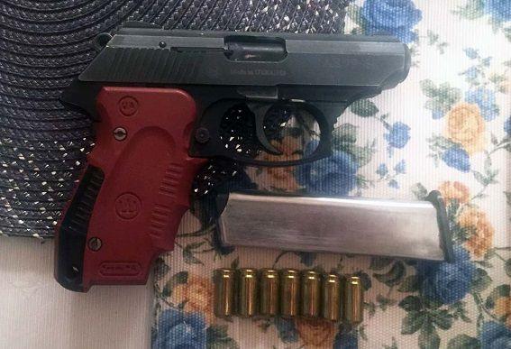 В Киеве у мужчины изъяли наркотиков на три миллиона, оружие и боеприпасы, опубликованы фото