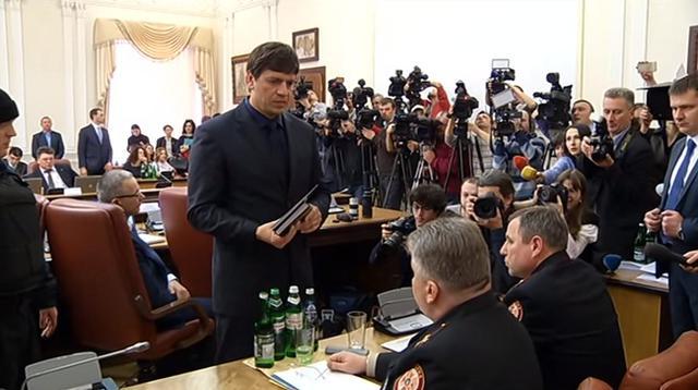 Дмитрий Бут во время ареста руководства ГСЧС в Кабмине, 25 марта 2015 года
