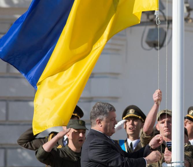 Петр Порошенко на церемонии поднятия флага Украины