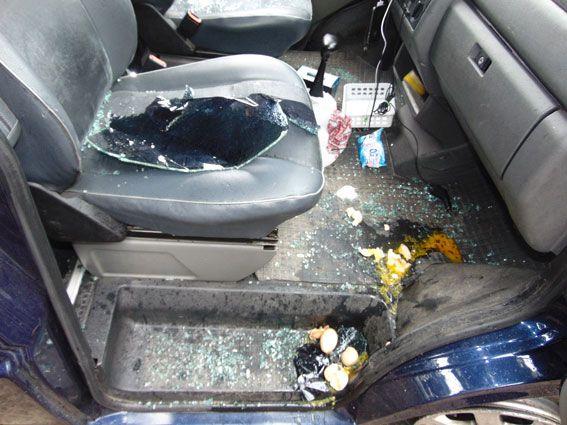 В Ровно ограбили валютчика. Разбили стекло авто и отобрали 800 тысяч, опубликованы фото