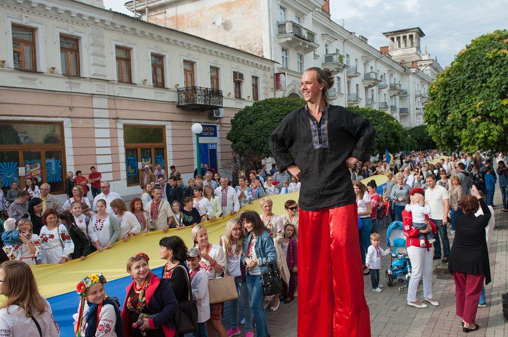 В Украине ежегодно проходят Парады вышиванок, конкурсы и акции.