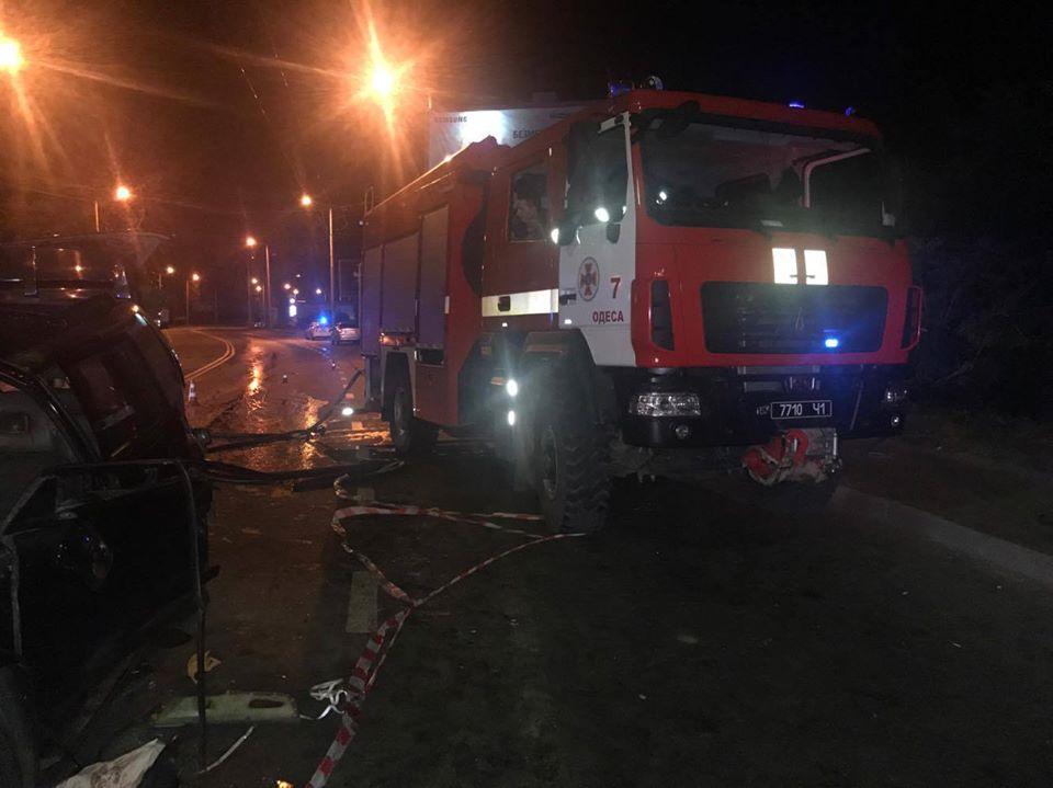 ДТП в Одессе. Джип протаранил рейсовый автобус: погибла женщина, пострадали 12 человек