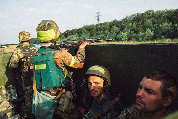 Владимир Гунько в кузове бронированного волонтерами КрАЗа