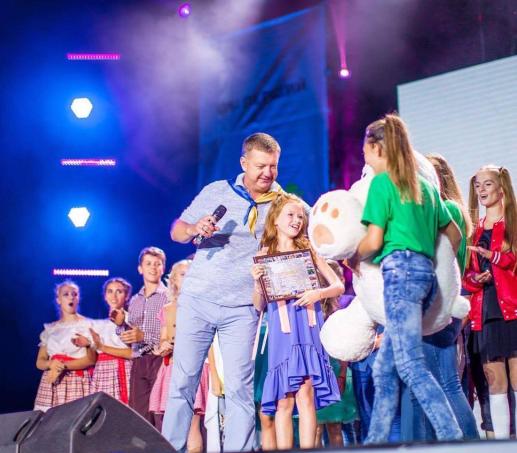 Анастасия Багинская с наградой на конкурсе