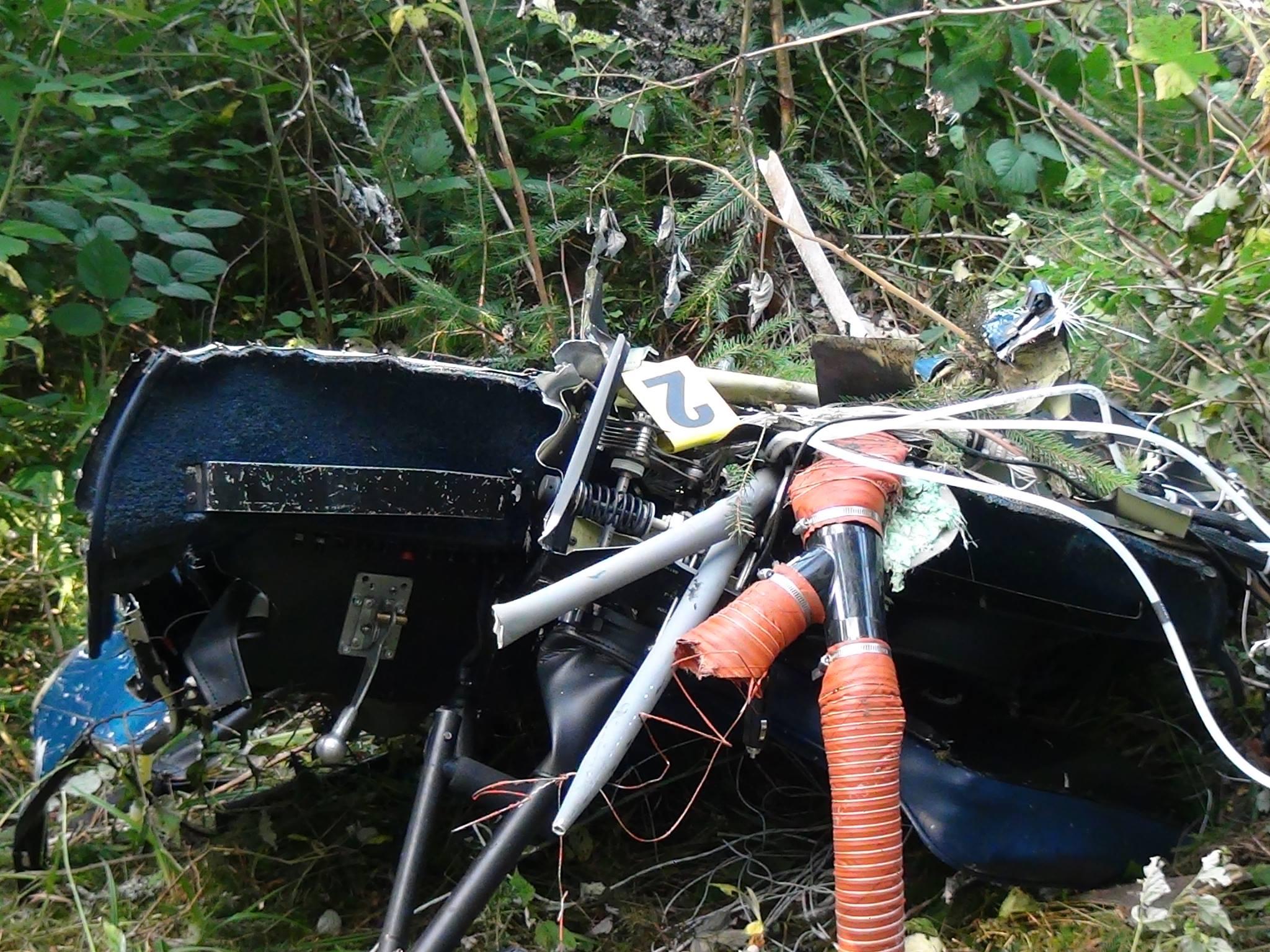 Обломки рухнувшего вертолета на Прикарпатье