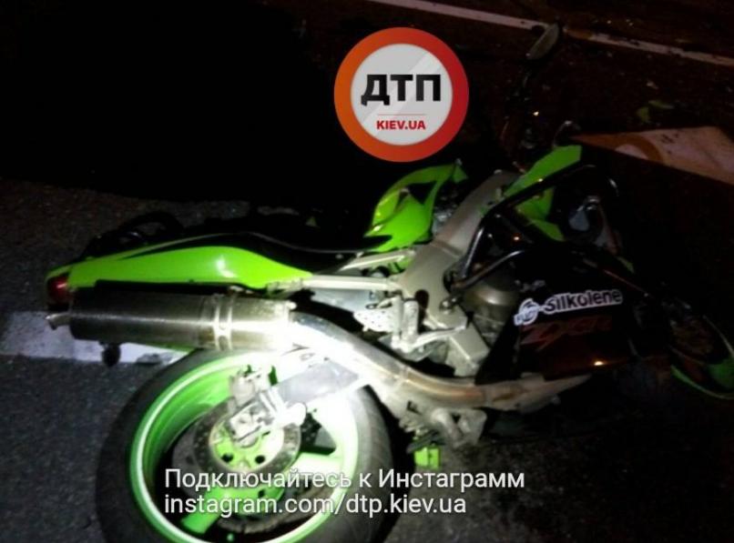 Поврежденный мотоцикл