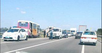 На Львовщине автобус врезался в отбойник