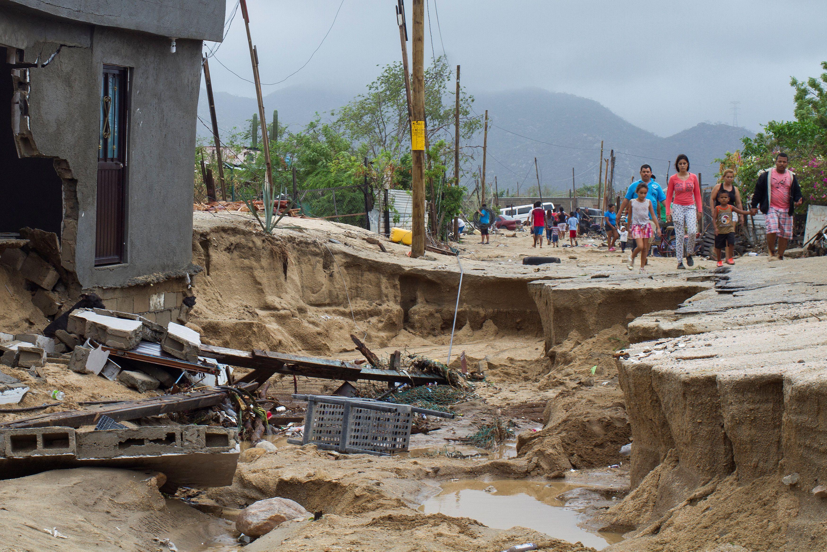 """Последствия шторма """"Лидия"""" в Мексике, иллюстрация"""