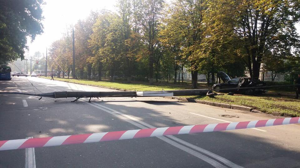 Разбитый BMW-323