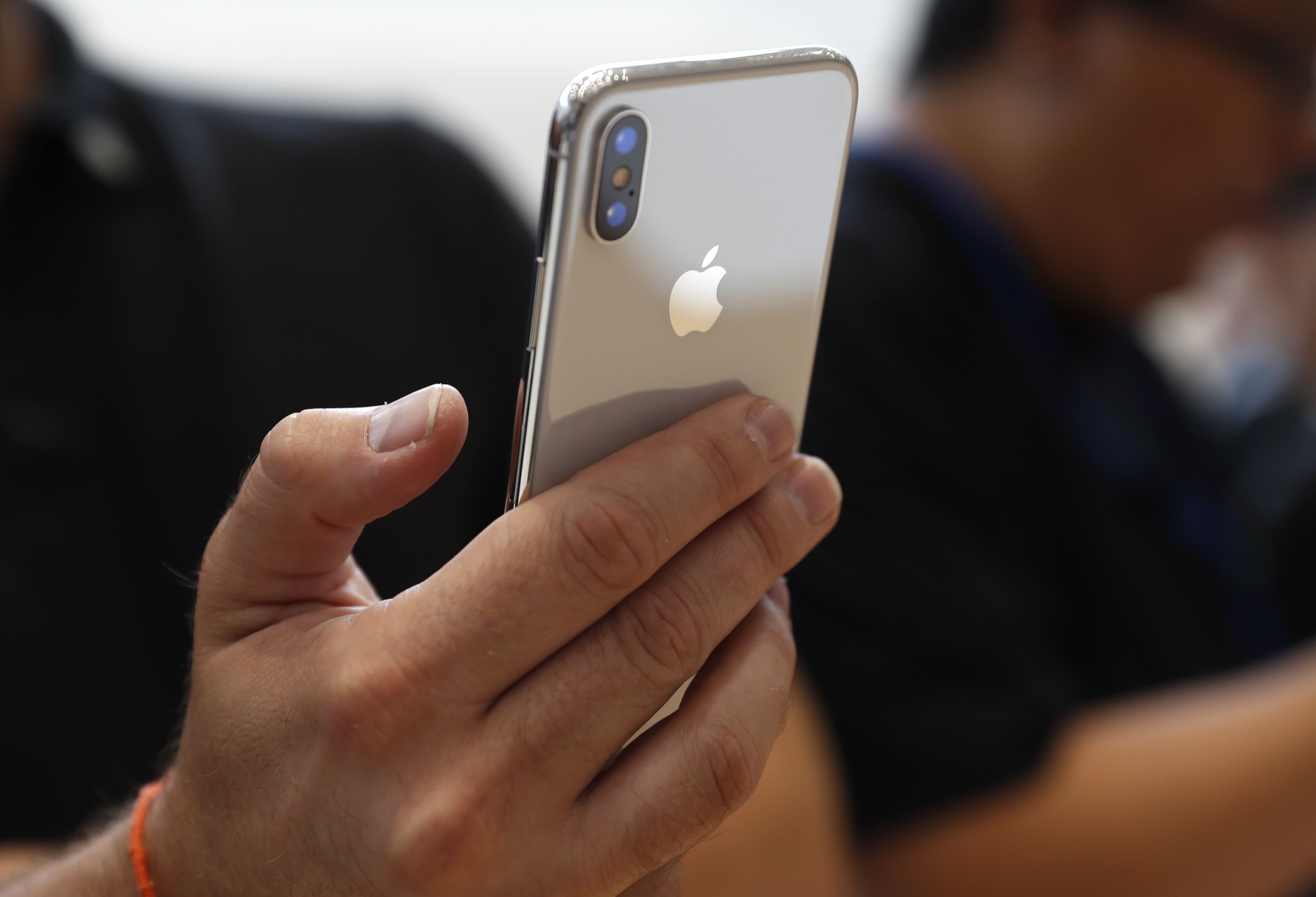 Устройства Apple используют чуть более 4-х лет