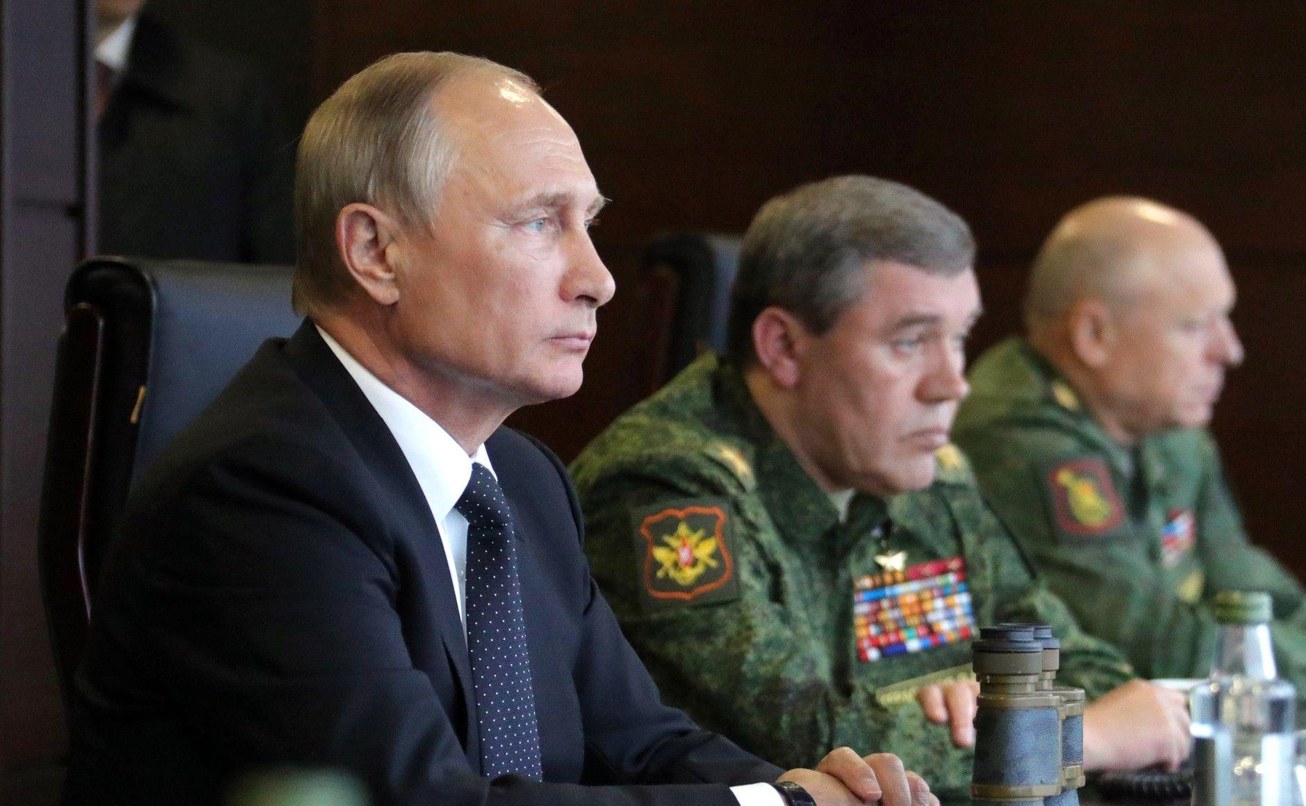 Владимир Путин и военные