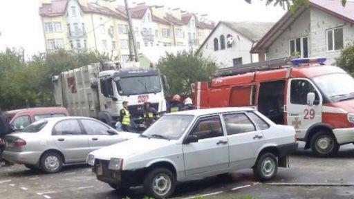 Во Львове под колесами мусоровоза погибли две женщины