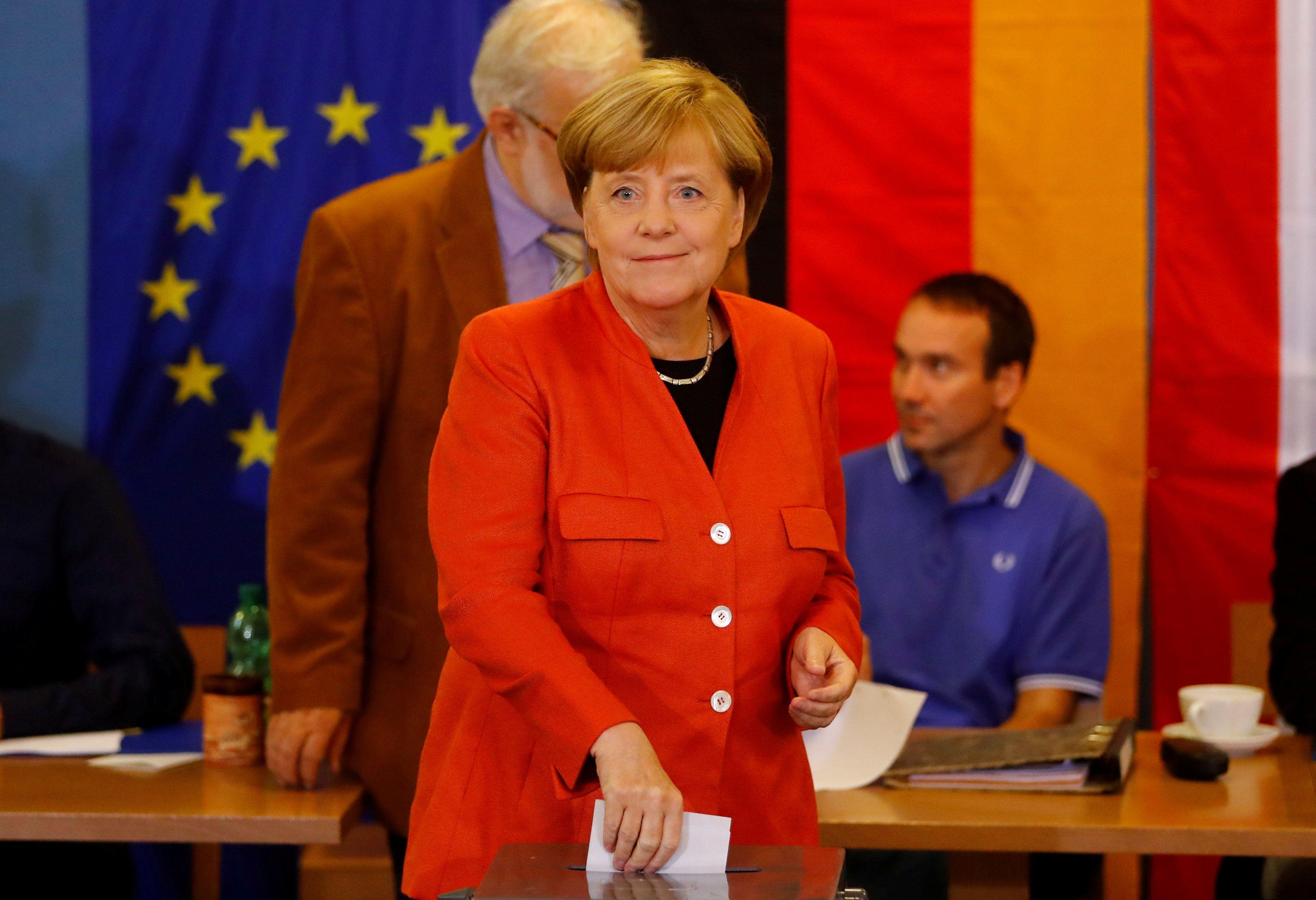 Партия Меркель лидирует на выборах в Бундестаг.