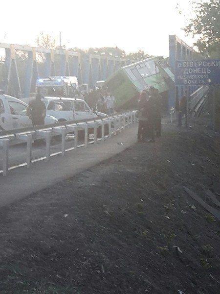 Тройное ДТП на Харьковщине: 23 пострадавших, из них 10 детей, опубликованы фото с места аварии